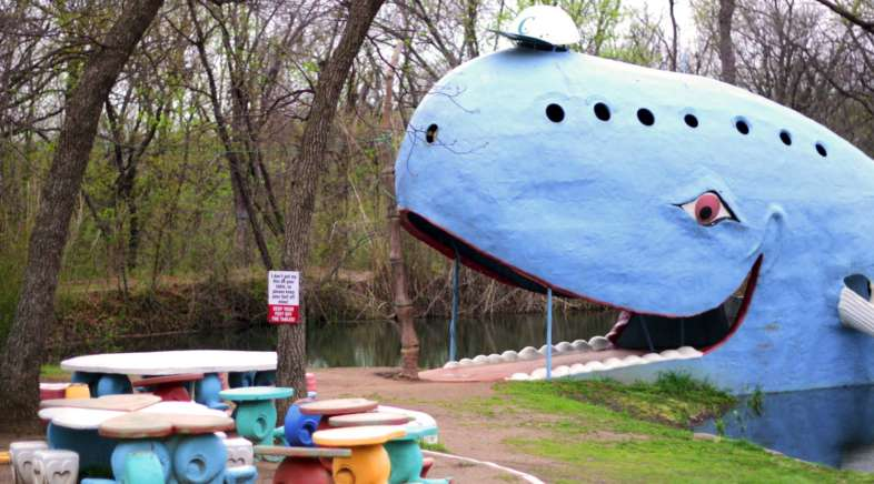 A grande baleia azul de Catoosa tem até espaço para pequenos piqueniques