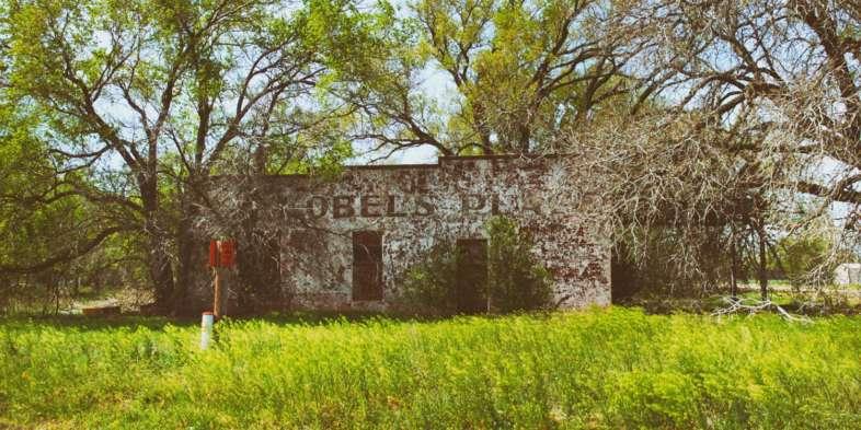 Comércio abandonado à beira da Rota 66 em Oklahoma