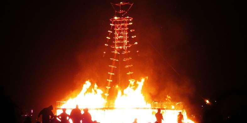 O Man já queimado, pouco antes de cair. Foto: Vanessa Ikemori