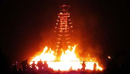 O Man já queimado, pouco antes de cair - Capa. Foto: Vanessa Ikemori
