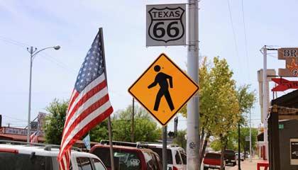 Sinalização da antiga Rota 66 no distrito histórico da estrada na cidade de Amarillo no Texas - Capa