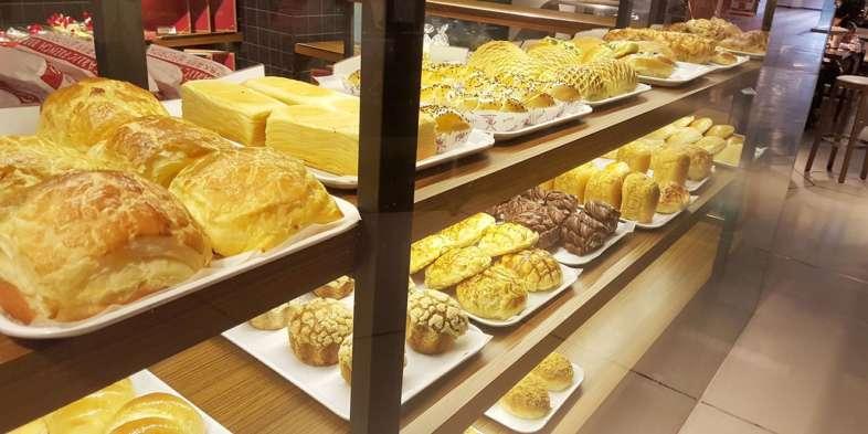 Vitrine de pães fofos da Florida Bakery