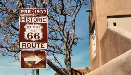 Mesmo dentro da cidade de Santa Fe existe sinalização para que você siga a Rota 66 - Capa
