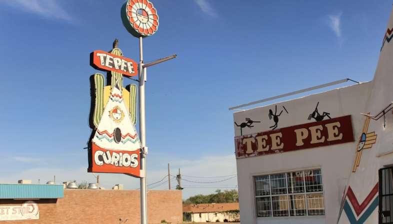 Tepee Curios, famosa loja de bugigangas e lembrancinhas da Rota 66 em Tucumcari, Novo México