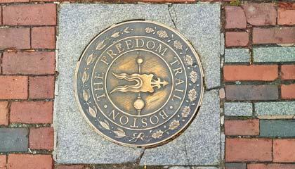 Marcador do início da Freedom Trail em Boston