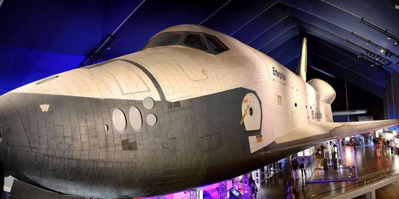 O ônibus espacial Enterprise justifica o Space no nome do museu
