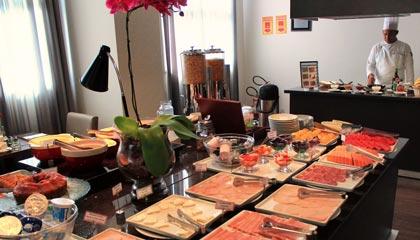 Café da manhã com o chef Everaldo no restaurante Tulipa do Radisson Alphaville