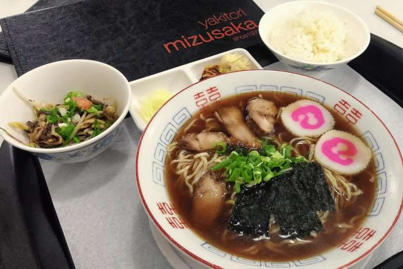 Teishoku lamen do Yakitori Mizusaka: seu lamen não vai se sentir sozinho
