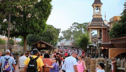 O complexo do Walt Disney World recebe cerca de 150 mil visitantes por dia