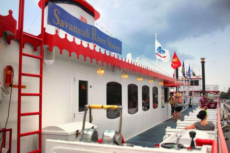 O Savannah River Queen da Riverboat Cruises é uma ótima opção para ver a Riverfonrt de Savannah da água