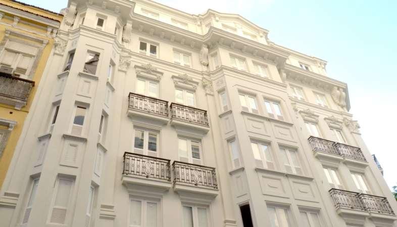 Olha como tá linda a fachada do Belga Hotel no coração histórico do Rio de Janeiro