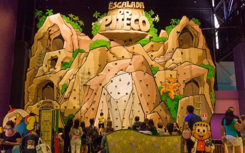 A parede de escalada do Piteco faz sucesso no Parque da Mônica
