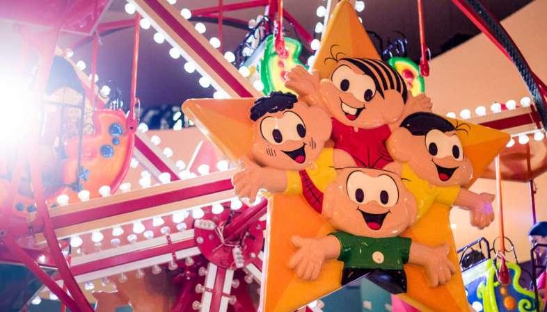 Roda gigante com os personagens do Parque da Monica